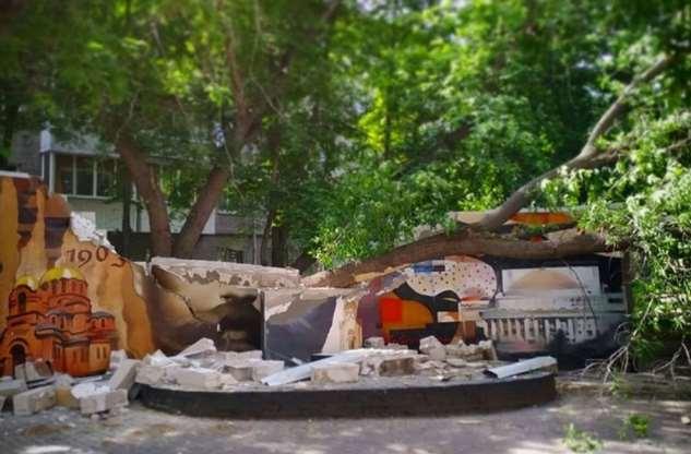 В Новосибирске: дерево отомстило государю-императору