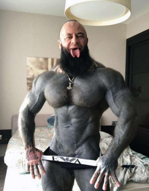 Фитнес-тренер кардинально решил вопрос татуировок