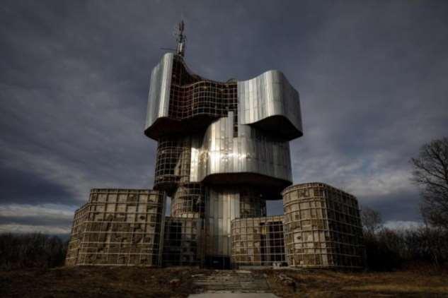Прогулка по брутальным местам Югославии (18 фото)