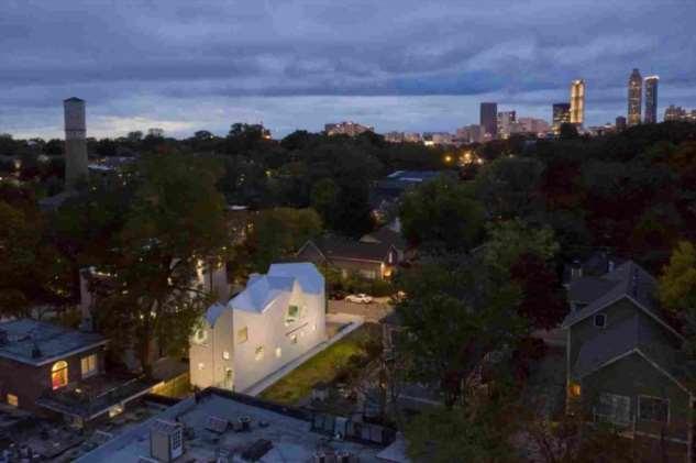Ассиметричная крыша дома в Атланте ❘ фото