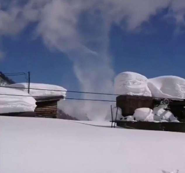 Снежный торнадо — уникальное явление в Уренгое