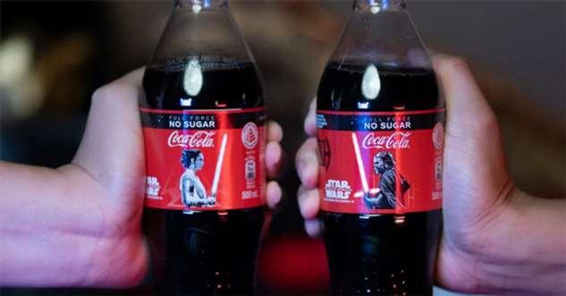 Вышла кока-кола, посвященная «Звездным войнам». Мечи на этикетке светятся! ❘ фото + видео
