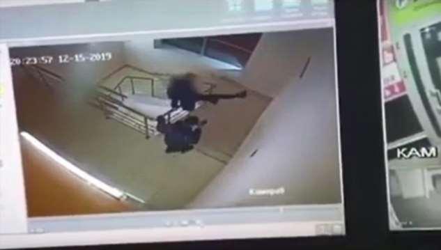 Подросток выжил, упав с четвертого этажа торгового цента в Йошкар-Оле