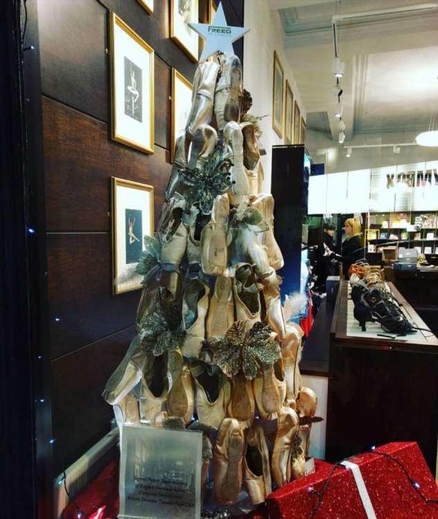 20 необычных ёлок, которые освежили новогодние традиции своим нестандартным дизайном
