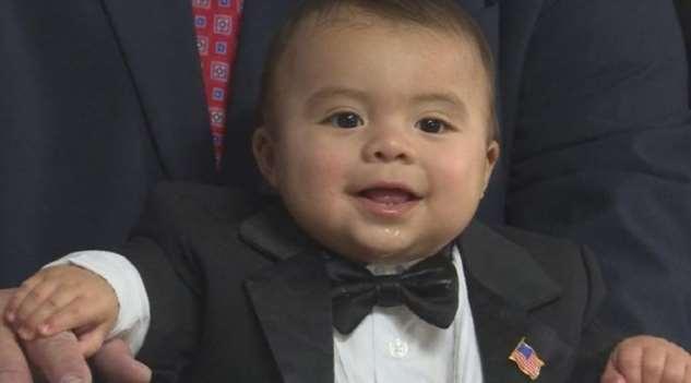 7-месячный мальчик стал мэром города в США. Он купил эту должность (да, это законно)