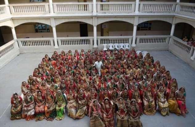 Магнат помог вступить в брак 270-ти индийским девушкам