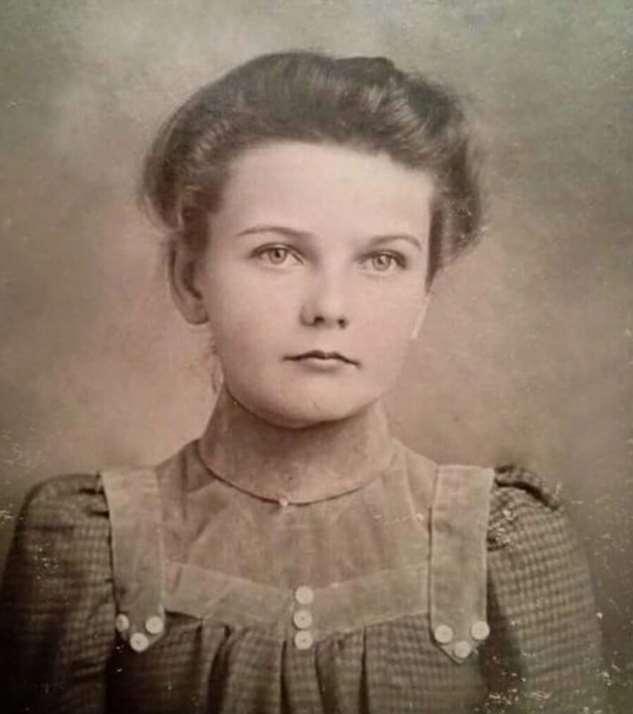 Старые фотографии: портреты женщины прошлого века