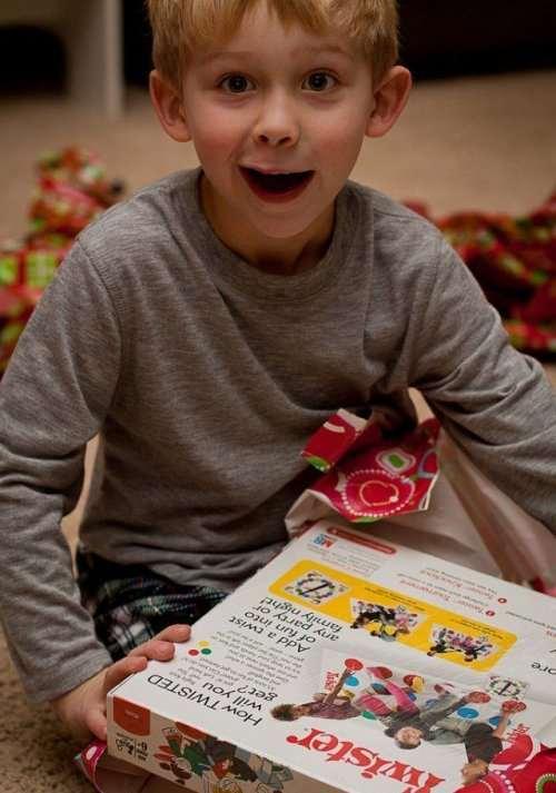 Восторженные эмоции детей от новогодних подарков (25 фото)