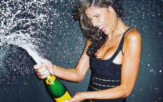 Никогда не давайте девушкам открывать шампанское (видео)