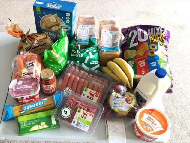 Сколько еды можно купить вместо пачки сигарет в Австралии? Одна бабушка решила узнать, и результат красноречив