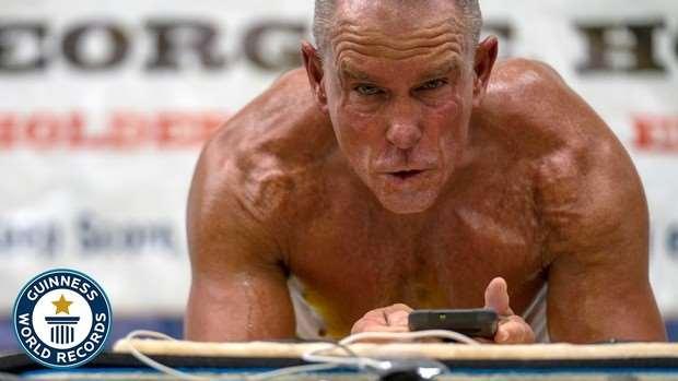 Мужчина поставил мировой рекорд стояния в планке (видео)