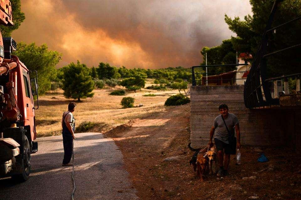 Пожары бушуют в Греции: 74 погибших и 150 раненых